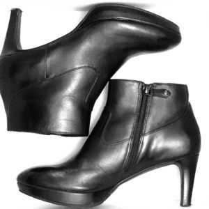 Rockport black leather ankle booties 7M